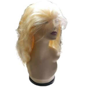 Blonde Full lace wig Body Wave seen from the front
